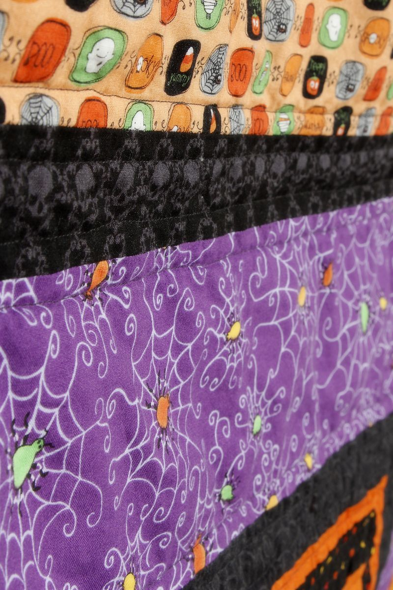 Halloween quilt 03 detail of quilting 1