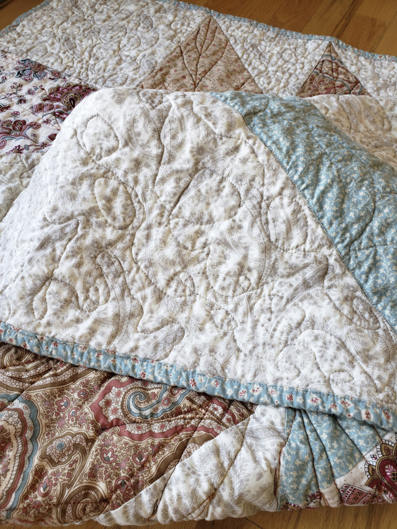 Fall leaf table quilt crinkles and swirls