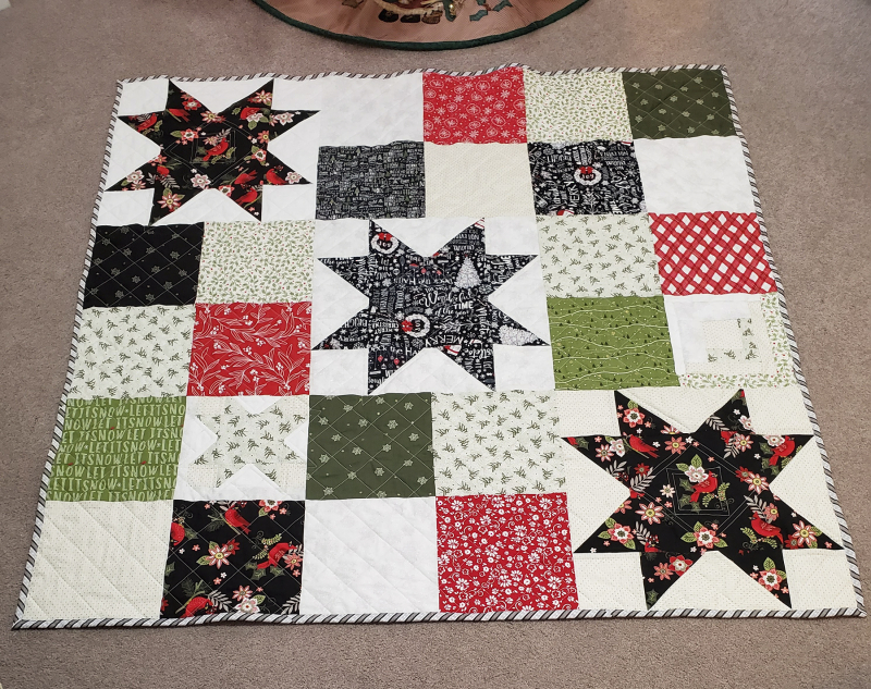 21a christmas table quilt front