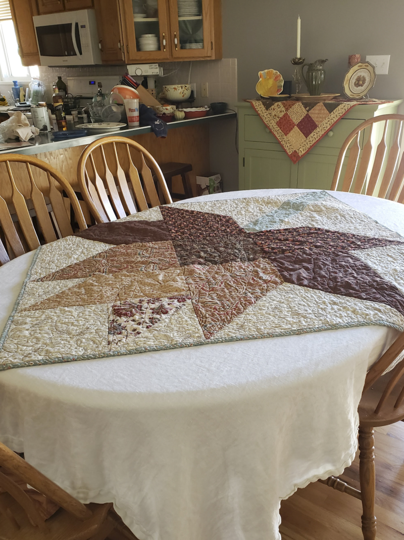 Fall leaf table quilt kitchen